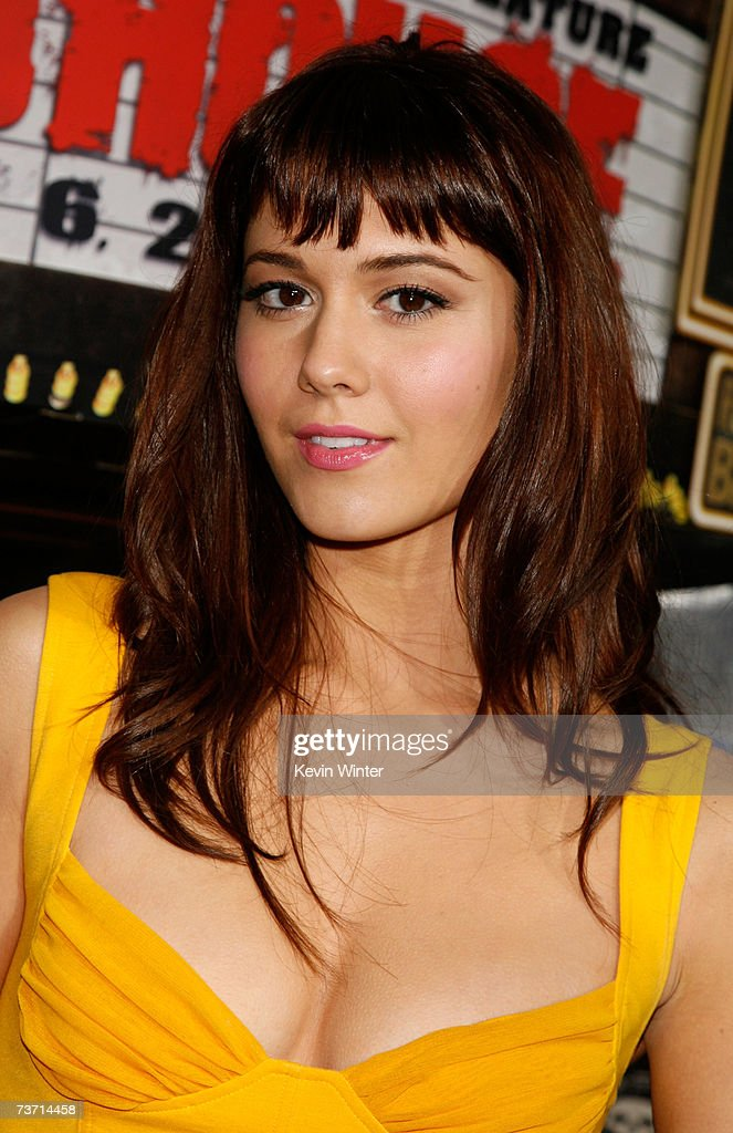 Actress <a gi-track='captionPersonalityLinkClicked' href=/galleries/search?phrase=Mary+Elizabeth+Winstead&family=editorial&specificpeople=782914 ng-click='$event.stopPropagation()'>Mary Elizabeth Winstead</a> arrives to the premiere of 'Grindhouse' at the Orpheum Theatre on March 26, 2007 in Los Angeles, California.