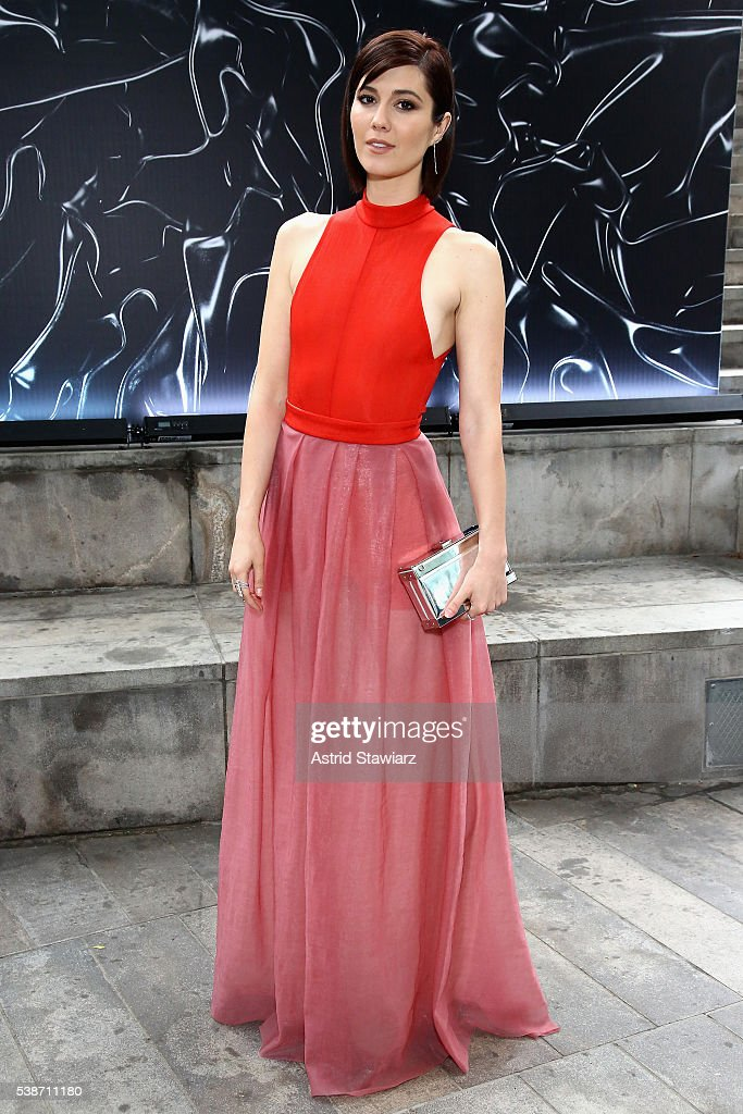 Actress Mary Elizabeth Winstead attends the 2016 Fragrance Foundation Awards presented by Hearst Magazines on June 7 2016 in New York City