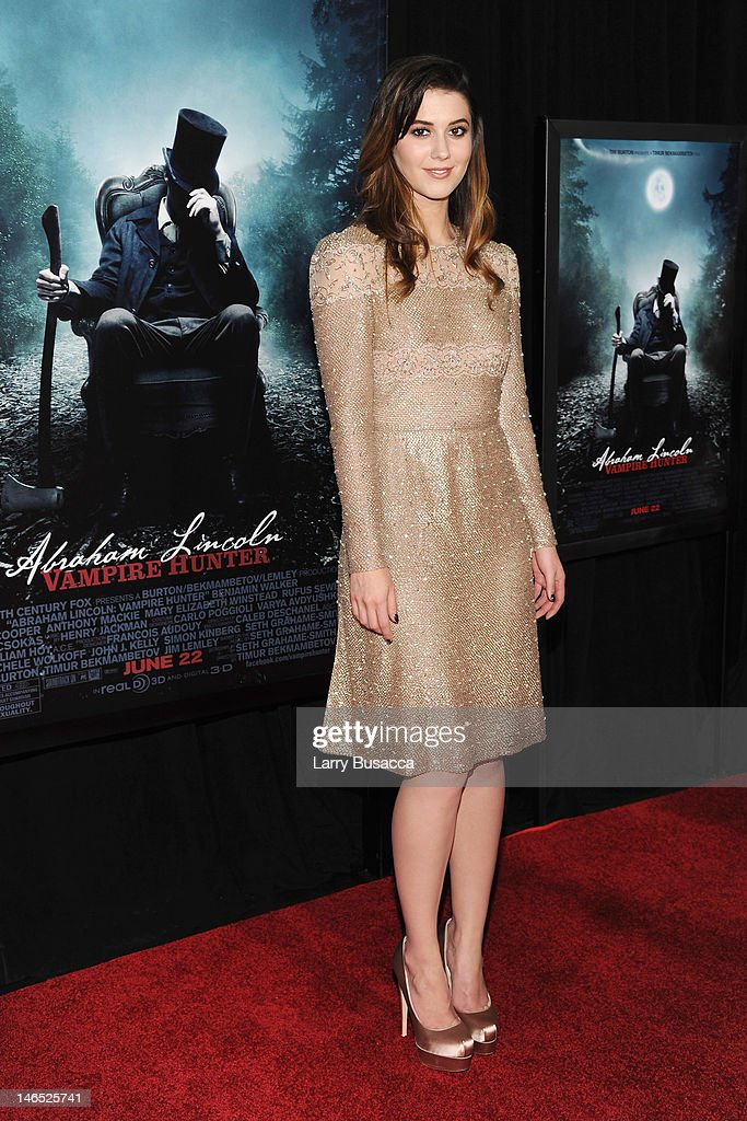 Actress <a gi-track='captionPersonalityLinkClicked' href=/galleries/search?phrase=Mary+Elizabeth+Winstead&family=editorial&specificpeople=782914 ng-click='$event.stopPropagation()'>Mary Elizabeth Winstead</a> attends the 'Abraham Lincoln: Vampire Hunter' premiere at AMC Loews Lincoln Square on June 18, 2012 in New York City.