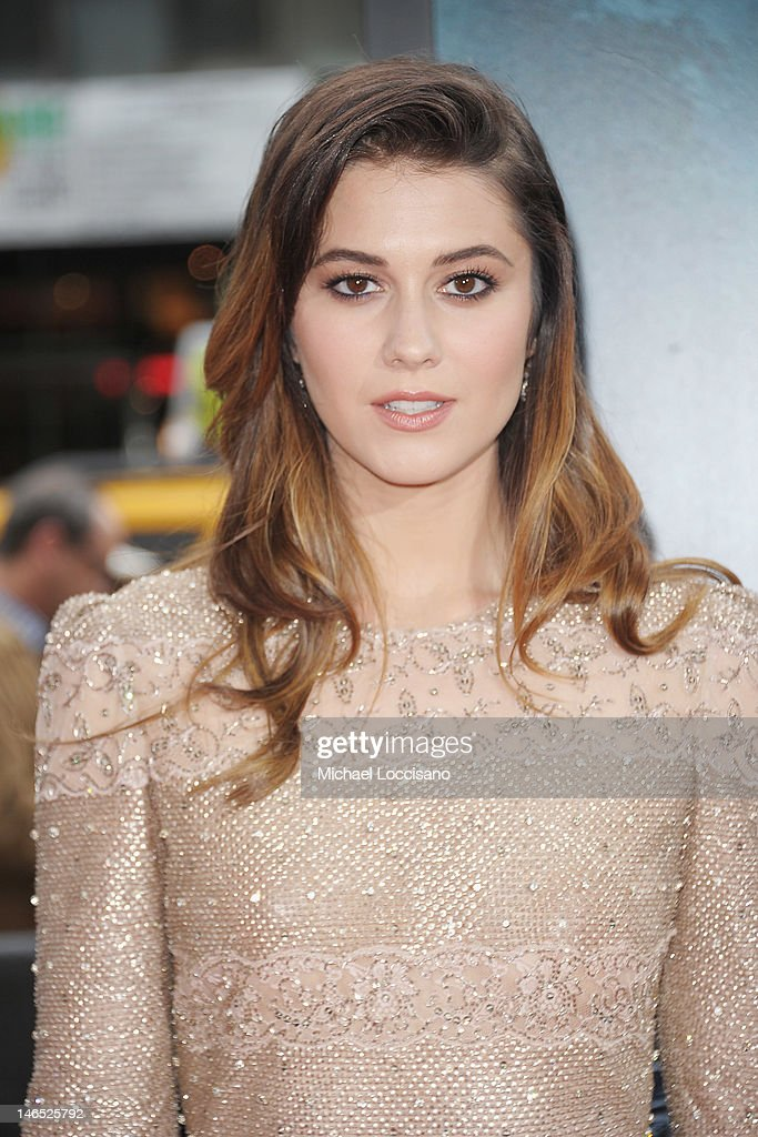 Actress <a gi-track='captionPersonalityLinkClicked' href=/galleries/search?phrase=Mary+Elizabeth+Winstead&family=editorial&specificpeople=782914 ng-click='$event.stopPropagation()'>Mary Elizabeth Winstead</a> attends the 'Abraham Lincoln: Vampire Slayer 3D' New York Premiere at AMC Loews Lincoln Square 13 theater on June 18, 2012 in New York City.