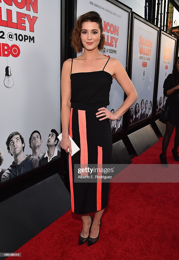 Actress Mary Elizabeth Winstead attends the premiere of HBO's 'Silicon Valley' 2nd Season at the El Capitan Theatre on April 2, 2015 in Hollywood, California.