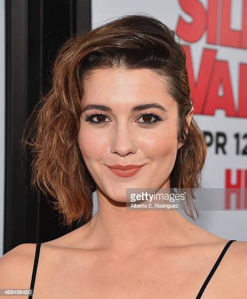Actress Mary Elizabeth Winstead attends the premiere of HBO's 'Silicon Valley' 2nd Season at the El Capitan Theatre on April 2 2015 in Hollywood...