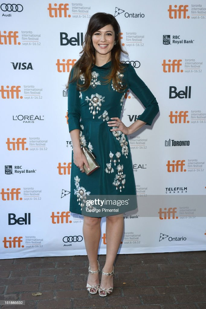 Actress <a gi-track='captionPersonalityLinkClicked' href=/galleries/search?phrase=Mary+Elizabeth+Winstead&family=editorial&specificpeople=782914 ng-click='$event.stopPropagation()'>Mary Elizabeth Winstead</a> attends the 'Smashed' Premiere during 2012 Toronto International Film Festival at Ryerson Theatre on September 12, 2012 in Toronto, Canada.