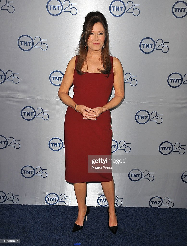 Mary McDonnell red carpet
