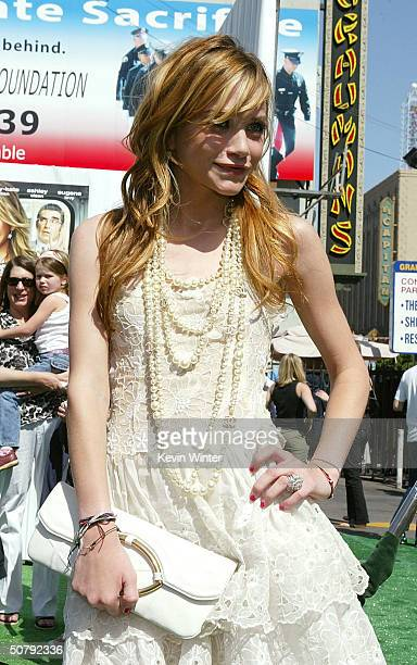 Actress MaryKate Olsen attends the Los Angeles premiere of the Warner Brothers film 'New York Minute' at the Grauman's Chinese Theatre May 1 2004 in...