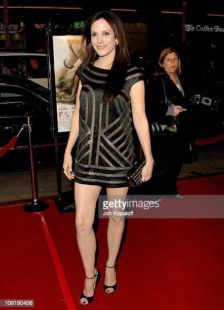 Actress MaryLouise Parker arrives at the Los Angeles premiere 'PS I Love You' at Grauman's Chinese Theater on December 9 2007 in Hollywood California