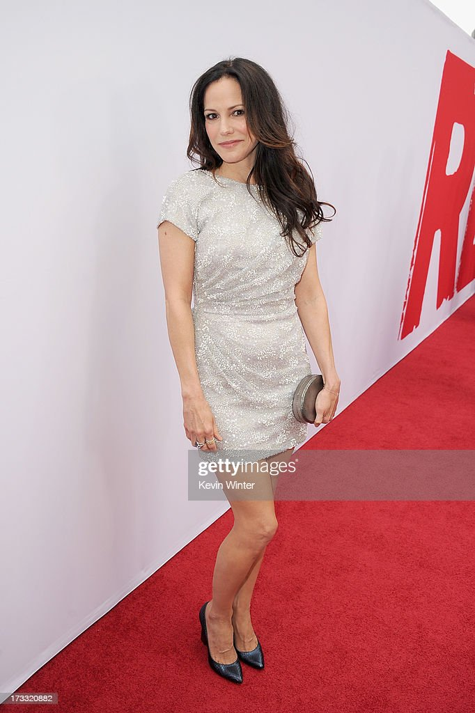 Actress <a gi-track='captionPersonalityLinkClicked' href=/galleries/search?phrase=Mary-Louise+Parker&family=editorial&specificpeople=208766 ng-click='$event.stopPropagation()'>Mary-Louise Parker</a> attends the premiere of Summit Entertainment's 'RED 2' at Westwood Village on July 11, 2013 in Los Angeles, California.