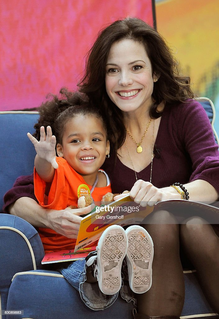 Actress MaryLouise Parker reads to 4 year old Tyjahay Muhammed and children attending Jumpstart's Read for the Record at The Today Show on October 2...