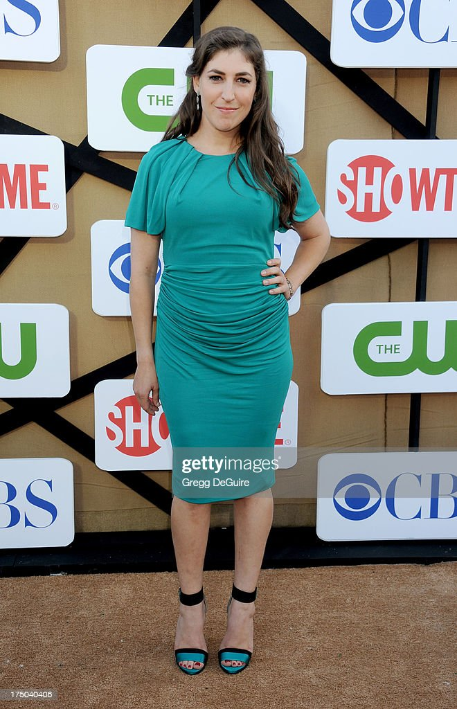 Actress Mayim Bialik arrives at the CBS/CW/Showtime Television Critic Association's summer press tour party at 9900 Wilshire Blvd on July 29, 2013 in Beverly Hills, California.