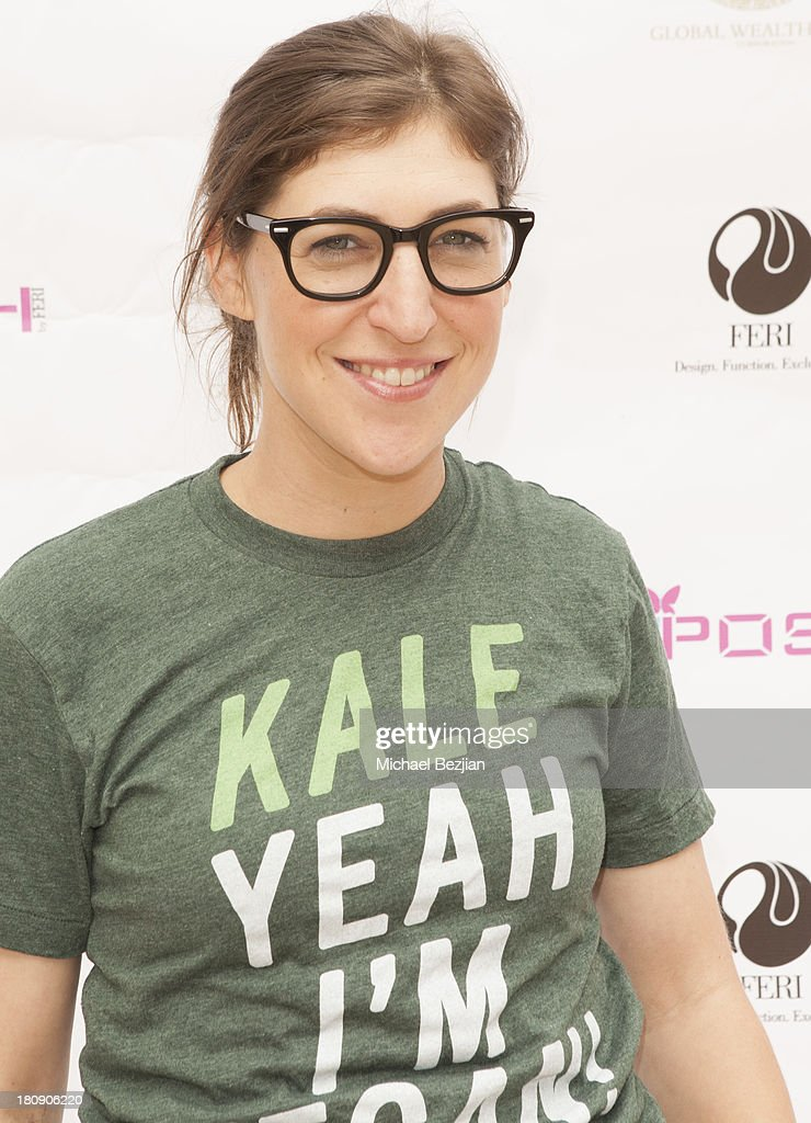 Actress <a gi-track='captionPersonalityLinkClicked' href=/galleries/search?phrase=Mayim+Bialik&family=editorial&specificpeople=1539271 ng-click='$event.stopPropagation()'>Mayim Bialik</a> attends Bellafortuna Luxury Gift Suite Presented By Feri on September 17, 2013 in Beverly Hills, California.