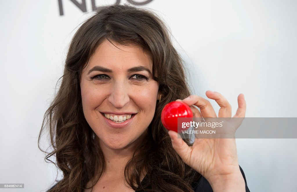 Actress Mayim Bialik attends the 2nd Red Nose Day Special on NBC, in Universal Studios, California, on May 26, 2016. / AFP / VALERIE