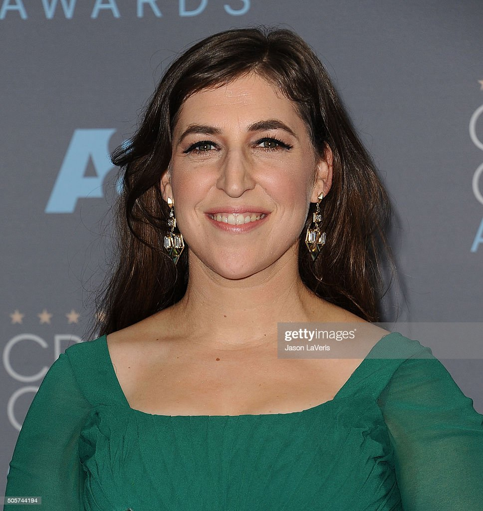 Actress Mayim Bialik poses in the press room at the 21st annual Critics' Choice Awards at Barker Hangar on January 17, 2016 in Santa Monica, California.