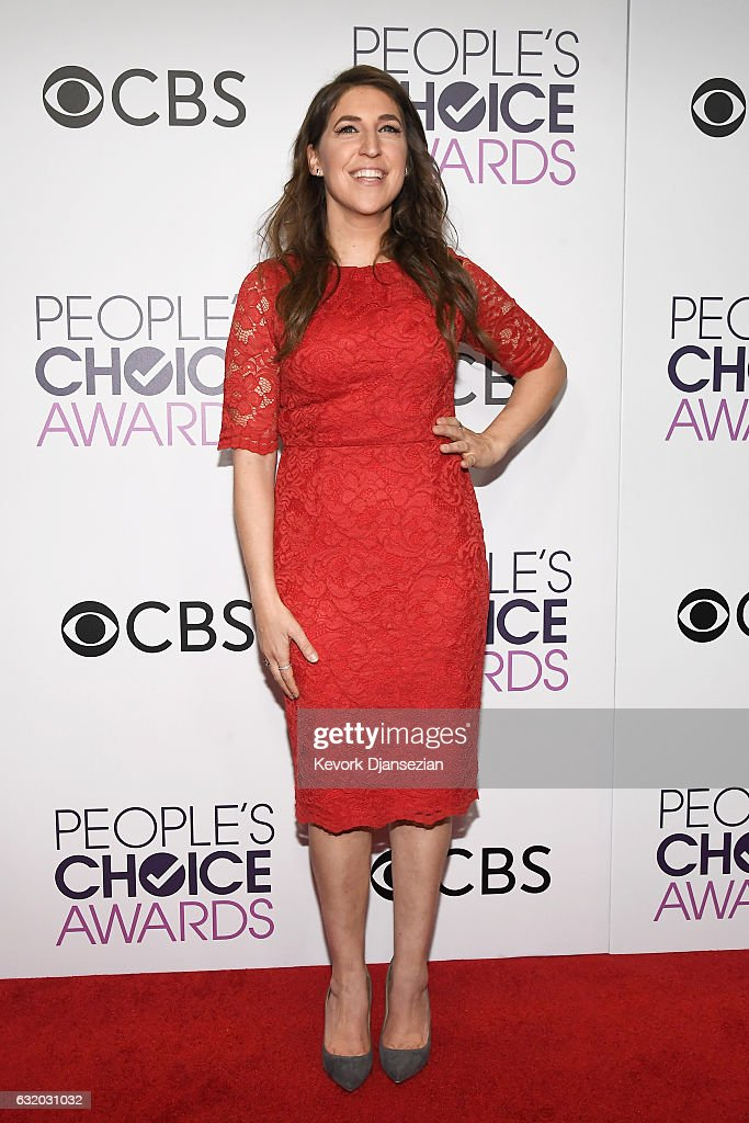 actress-mayim-bialik-winner-of-the-favorite-tv-show-award-and-tv-picture-id632031032
