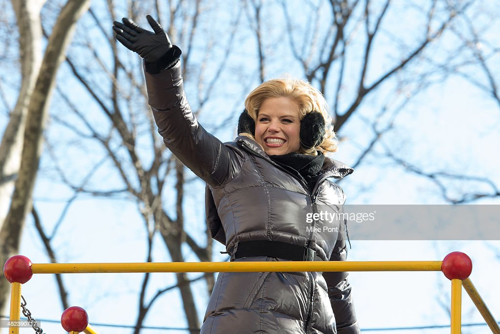Actress <a gi-track='captionPersonalityLinkClicked' href=/galleries/search?phrase=Megan+Hilty&family=editorial&specificpeople=602492 ng-click='$event.stopPropagation()'>Megan Hilty</a> attends the 87th annual Macy's Thanksgiving Day parade on November 28, 2013 in New York City.