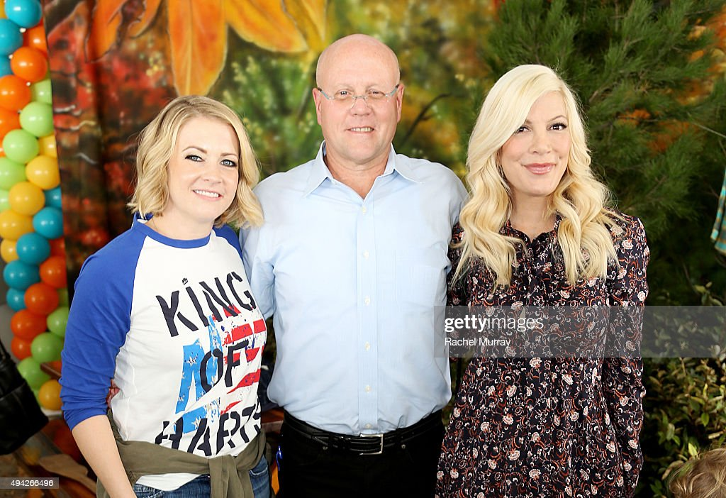 Actress Melissa Joan Hart President and Chief Executive Officer of the Elizabeth Glaser Pediatric AIDS Foundation Chip Lyons and actress Tori...