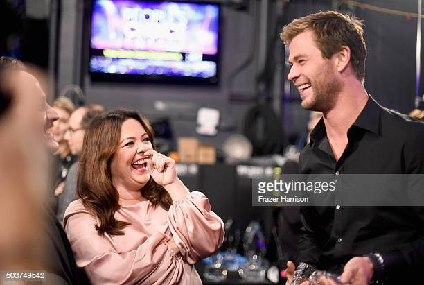 Actress Melissa McCarthy and actor Chris Hemsworth winner of the award for Favorite Action Movie Actor appear backstage at the People's Choice Awards...