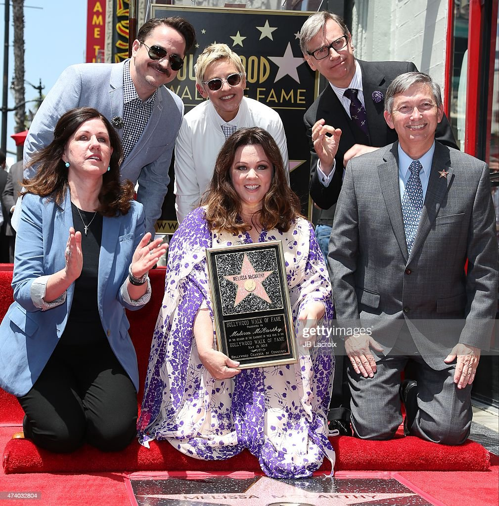 Actress Melissa McCarthy poses with Ben Falcone Ellen DeGeneres director Paul Feig and Hollywood Chamber of Commerce President/CEO Leron Gubler as...