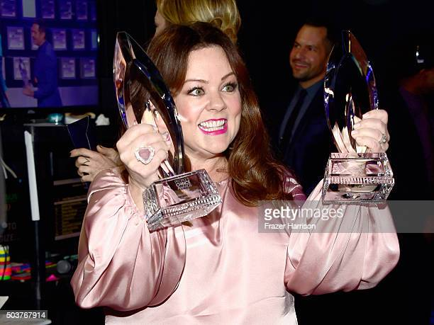 Actress Melissa McCarthy winner of the award for Favorite Comedic Movie Actress attends the People's Choice Awards 2016 at Microsoft Theater on...