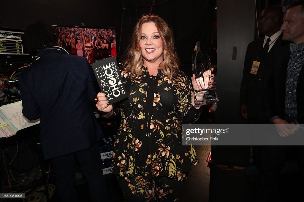 Actress Melissa McCarthy, winner of the Favorite Comedic Movie Actress award, poses backstage at the People's Choice Awards 2017 at Microsoft Theater on January 18, 2017 in Los Angeles, California.
