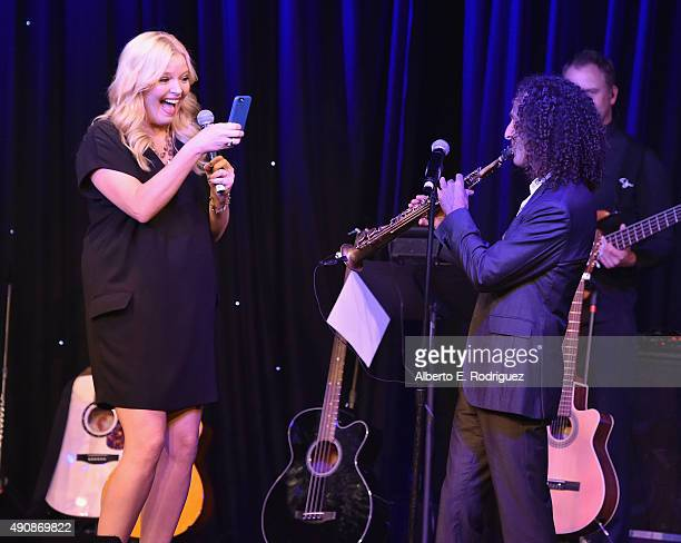 Actress Melissa Peterman and musician Kenny G attend the 2015 LA's Promise Gala at Universal Studios Hollywood on September 30 2015 in Universal City...