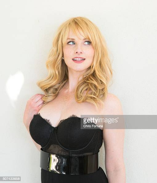 how tall is melissa rauch