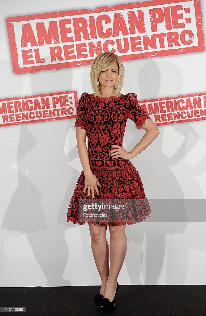 Actress Mena Suvari attends a photocall for 'American Pie: Reunion' (American Pie: El Reencuentro) at the Villamagna Hotel on April 19, 2012 in Madrid, Spain.