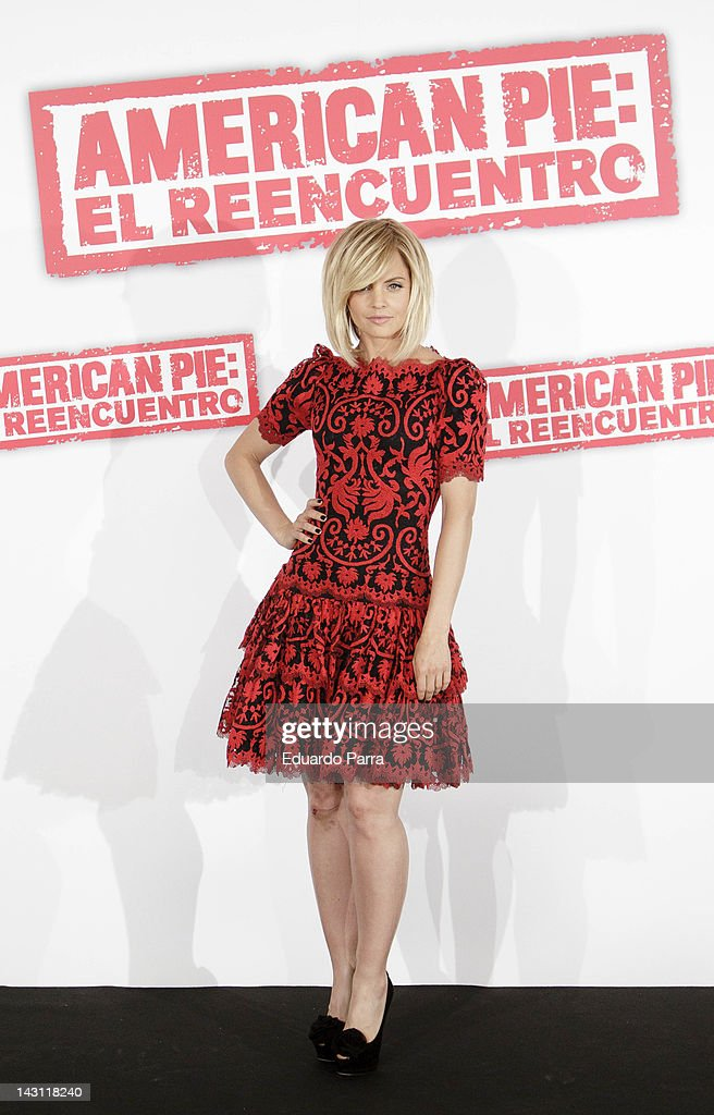 US actress Mena Suvari attends 'American Pie: Reunion' (American Pie: El Reencuentro) photocall at Villamagna Hotel on April 19, 2012 in Madrid, Spain.