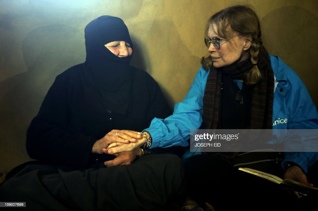 US Actress Mia Farrow (R), a UNICEF goodwill ambassador, visits Syrian refugees in Baalbek, in the Lebanese Bekaa valley on January 15, 2013. Farrow is on a two day visit to Lebanon, meeting Syrian refugees. AFP PHOTO/JOSEPH EID