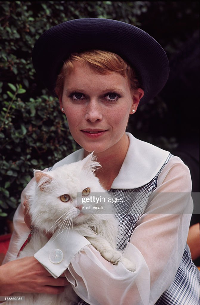 Actress <a gi-track='captionPersonalityLinkClicked' href=/galleries/search?phrase=Mia+Farrow&family=editorial&specificpeople=93764 ng-click='$event.stopPropagation()'>Mia Farrow</a> posing with a cat on February 2,1968 in New York, New York.