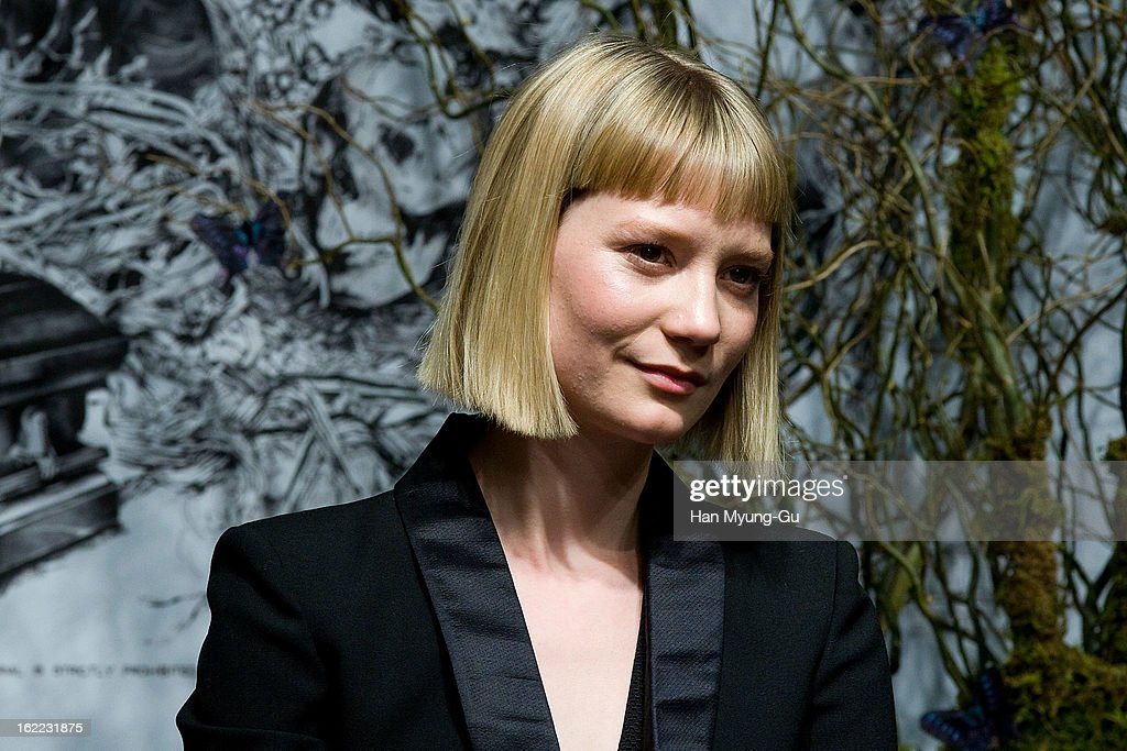 Actress <a gi-track='captionPersonalityLinkClicked' href=/galleries/search?phrase=Mia+Wasikowska&family=editorial&specificpeople=3965263 ng-click='$event.stopPropagation()'>Mia Wasikowska</a> speaks during the 'Stoker' press conference at Grand Hyatt hotel on February 21, 2013 in Seoul, South Korea. The film will open on February 28 in South Korea.