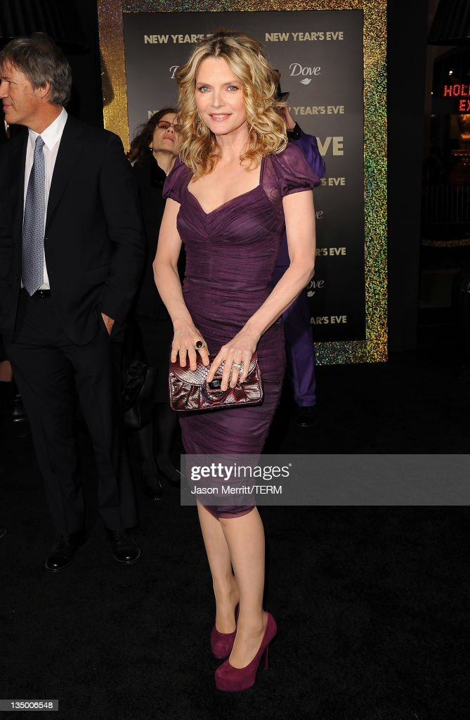 Actress <a gi-track='captionPersonalityLinkClicked' href=/galleries/search?phrase=Michelle+Pfeiffer&family=editorial&specificpeople=212951 ng-click='$event.stopPropagation()'>Michelle Pfeiffer</a> arrives at the premiere of Warner Bros. Pictures' 'New Year's Eve' at Grauman's Chinese Theatre on December 5, 2011 in Hollywood, California.