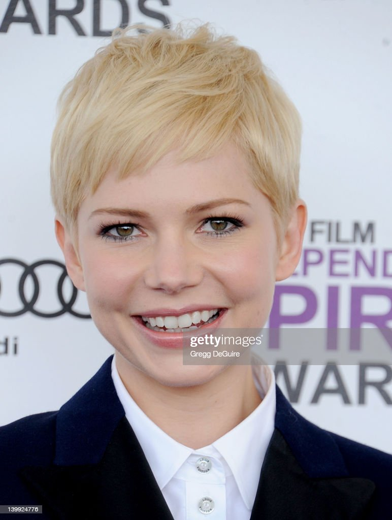 Actress <a gi-track='captionPersonalityLinkClicked' href=/galleries/search?phrase=Michelle+Williams+-+Actrice&family=editorial&specificpeople=201698 ng-click='$event.stopPropagation()'>Michelle Williams</a> arrives at the 2012 Film Independent Spirit Awards at Santa Monica Pier on February 25, 2012 in Santa Monica, California.
