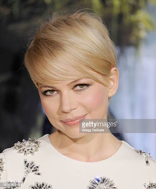 Actress Michelle Williams arrives at the Los Angeles premiere of 'Oz The Great and Powerful' at the El Capitan Theatre on February 13 2013 in...