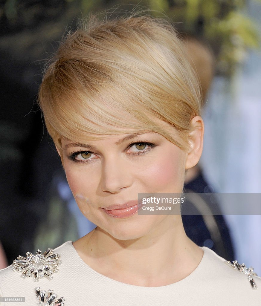 Actress Michelle Williams arrives at the Los Angeles premiere of 'Oz The Great and Powerful' at the El Capitan Theatre on February 13, 2013 in Hollywood, California.