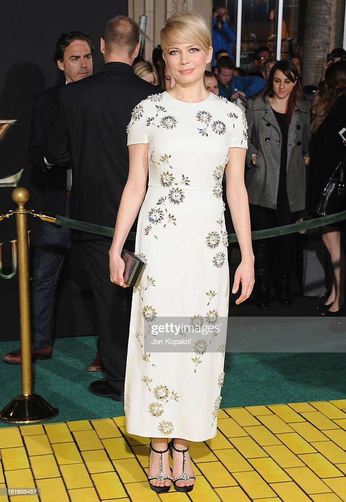 Actress Michelle Williams arrives at the Los Angeles Premiere 'Oz The Great and Powerful' at the El Capitan Theatre on February 13, 2013 in Hollywood, California.