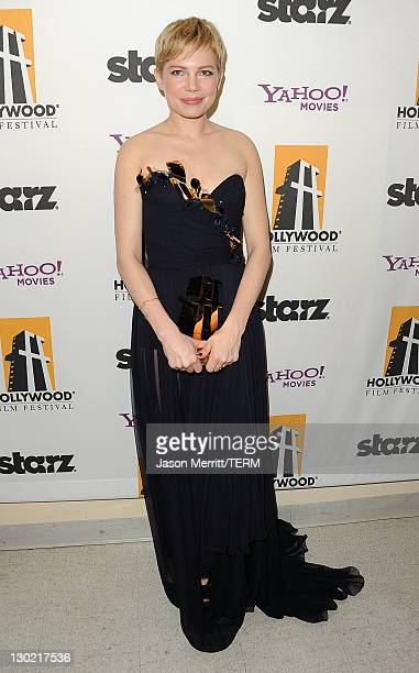Actress Michelle Williams poses with the Hollywood Actress Award backstage during the 15th Annual Hollywood Film Awards Gala Presented By Starz held...