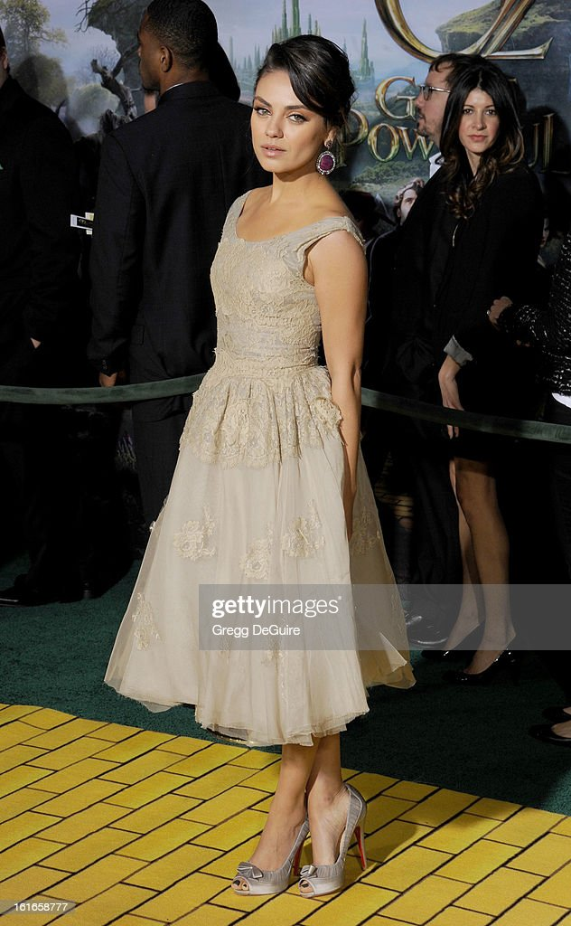 Actress <a gi-track='captionPersonalityLinkClicked' href=/galleries/search?phrase=Mila+Kunis&family=editorial&specificpeople=212845 ng-click='$event.stopPropagation()'>Mila Kunis</a> arrives at the Los Angeles premiere of 'Oz The Great and Powerful' at the El Capitan Theatre on February 13, 2013 in Hollywood, California.
