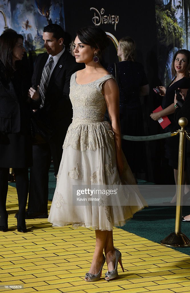 Actress <a gi-track='captionPersonalityLinkClicked' href=/galleries/search?phrase=Mila+Kunis&family=editorial&specificpeople=212845 ng-click='$event.stopPropagation()'>Mila Kunis</a> arrives for the world premiere of Walt Disney Pictures' 'Oz The Great And Powerful' at the El Capitan Theatre on February 13, 2013 in Hollywood, California.