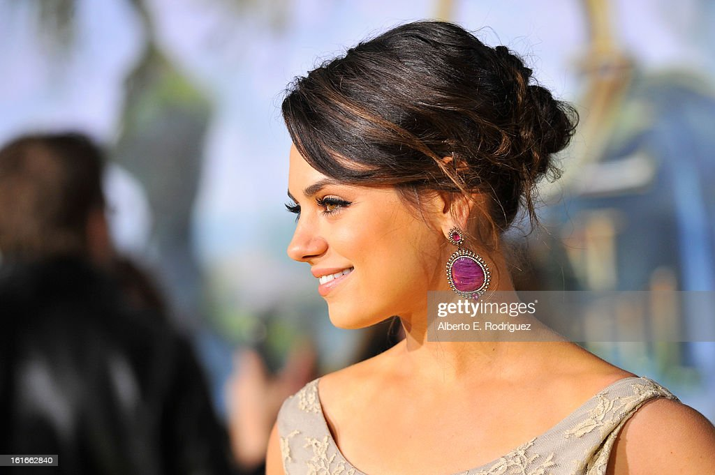 Actress Mila Kunis attends Walt Disney Pictures World Premiere of 'Oz The Great And Powerful' - Red Carpet at the El Capitan Theatre on February 13, 2013 in Hollywood, California.