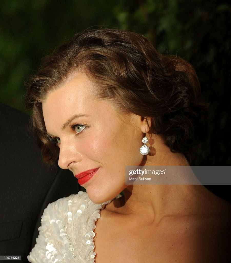 Actress Milla Jovovich arrives at the 2012 Vanity Fair Oscar Party hosted by Graydon Carter at Sunset Tower on February 26, 2012 in West Hollywood, California.