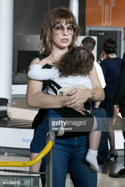 Actress Milla Jovovitch and her daughter Dashiel Edan Anderson arrive at CharlesdeGaulle airport on July 1 2017 in Paris France