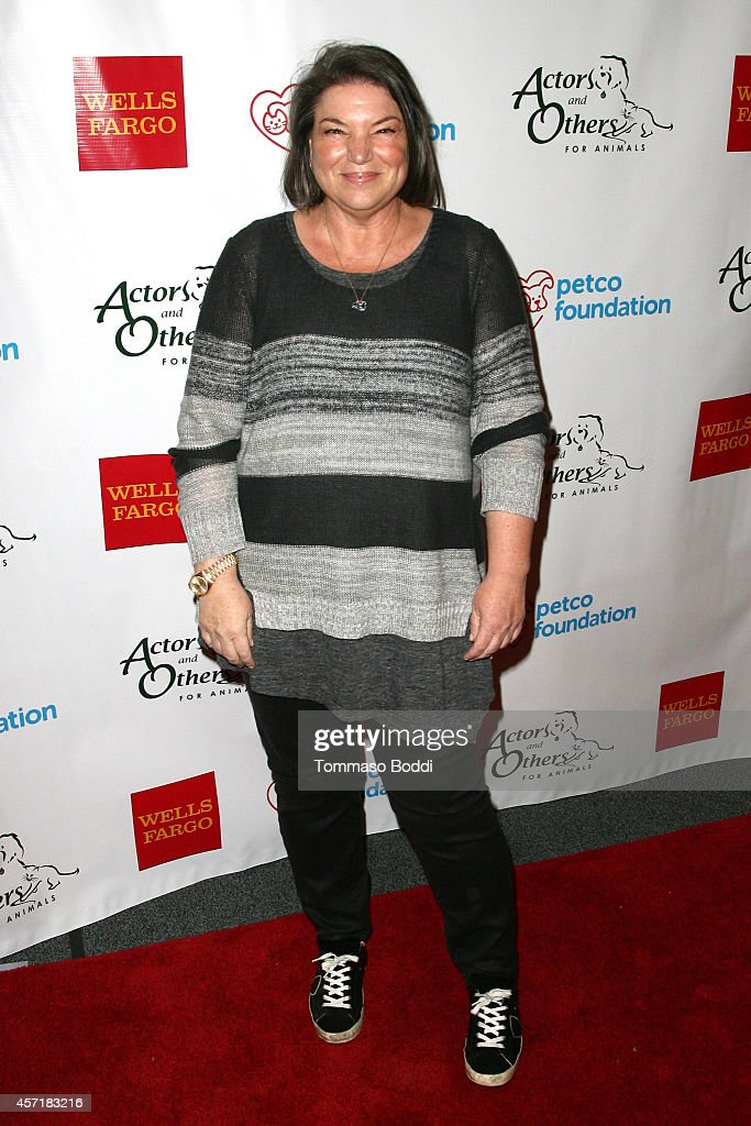 Actress Mindy Cohn attends the Celebrity Autobiography benefiting Actors Others for Animals held at El Portal Theatre on October 13 2014 in North...