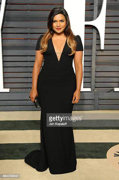Actress Mindy Kaling attends the 2015 Vanity Fair Oscar Party hosted by Graydon Carter at Wallis Annenberg Center for the Performing Arts on February...