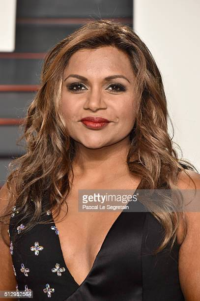 Actress Mindy Kaling attends the 2016 Vanity Fair Oscar Party Hosted By Graydon Carter at the Wallis Annenberg Center for the Performing Arts on...