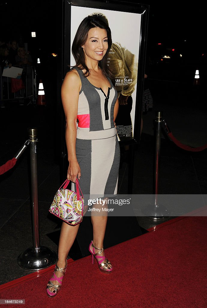 Actress <a gi-track='captionPersonalityLinkClicked' href=/galleries/search?phrase=Ming-Na&family=editorial&specificpeople=630343 ng-click='$event.stopPropagation()'>Ming-Na</a> Wen arrives at the Los Angeles premiere of '12 Years A Slave' at Directors Guild Of America on October 14, 2013 in Los Angeles, California.