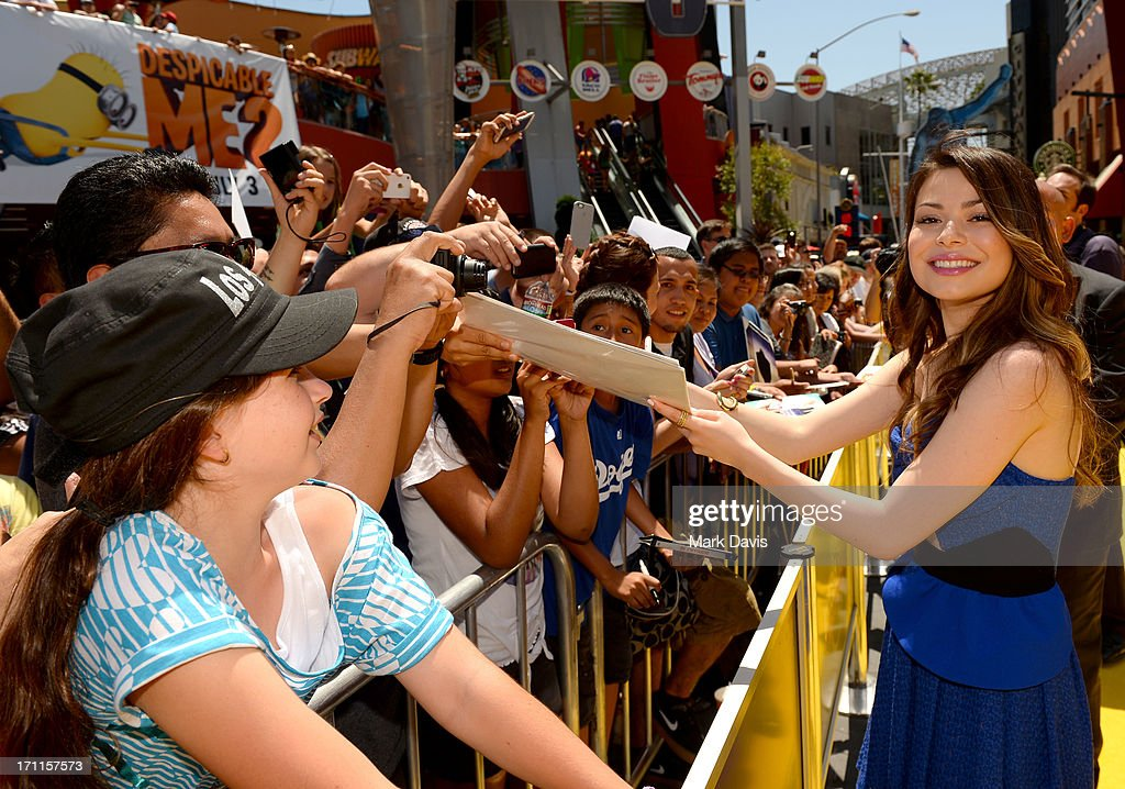 Actress <a gi-track='captionPersonalityLinkClicked' href=/galleries/search?phrase=Miranda+Cosgrove&family=editorial&specificpeople=709215 ng-click='$event.stopPropagation()'>Miranda Cosgrove</a> arrives at the 'Despicable Me 2' premiere at Universal CityWalk on June 22, 2013 in Universal City, California.