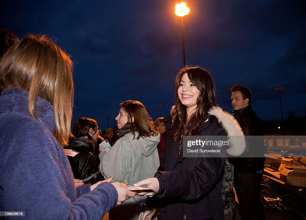 Actress <a gi-track='captionPersonalityLinkClicked' href=/galleries/search?phrase=Miranda+Cosgrove&family=editorial&specificpeople=709215 ng-click='$event.stopPropagation()'>Miranda Cosgrove</a> meets children of military personnel at Naval Submarine Base New London on January 11, 2012 in Groton, Connecticut. Cosgrove and the cast of iCarly were presenting a special military family screening of iMeet The First Lady, an episode of their show featuring Michelle Obama.