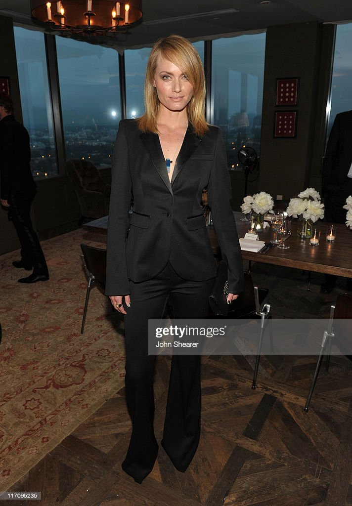 Actress/ Model <a gi-track='captionPersonalityLinkClicked' href=/galleries/search?phrase=Amber+Valletta&family=editorial&specificpeople=206940 ng-click='$event.stopPropagation()'>Amber Valletta</a> attends 'InStyle's Dinner With A Designer' for Rachel Zoe at Soho House on June 21, 2011 in West Hollywood, California.