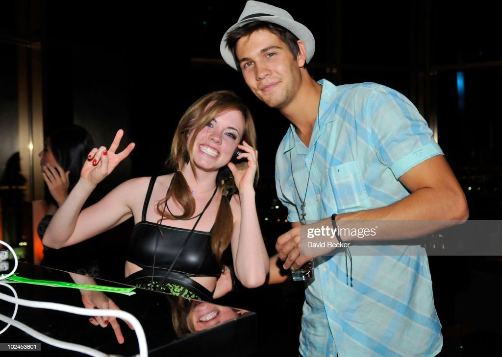 Actress Molly Burnett (C) and actor Casey Deidrick (R) attend the official pre-party for the 2010 Daytime Entertainment Emmy Awards at Mix at THEhotel at Mandalay Bay on June 26, 2010 in Las Vegas, Nevada.
