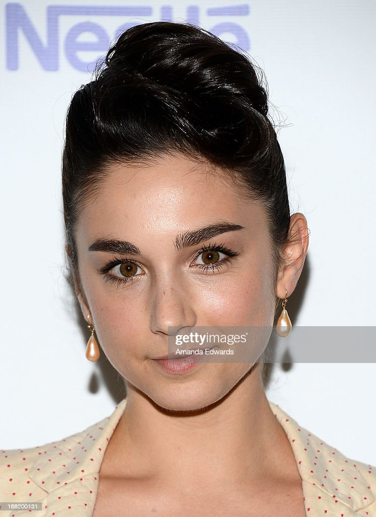 Actress Molly Ephraim arrives at the Midnight Mission's 'Golden Heart Awards' honoring Tim Allen and Jason Sinay at the Beverly Wilshire Four Seasons Hotel on May 6, 2013 in Beverly Hills, California.
